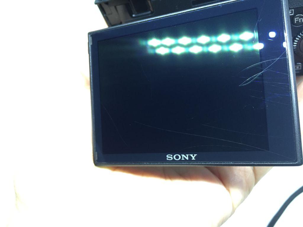 RX100シリーズは必ず液晶保護フィルムを貼らないと後悔するぞ