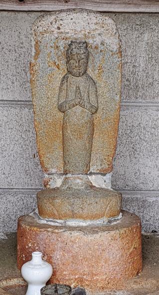 塩尾寺休憩所地蔵アップ