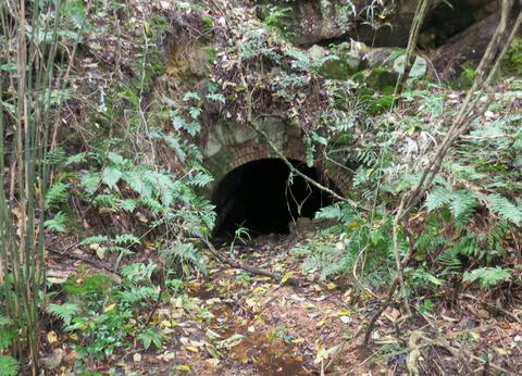 現在の丁子瀧 ・隧道3(2の一部)