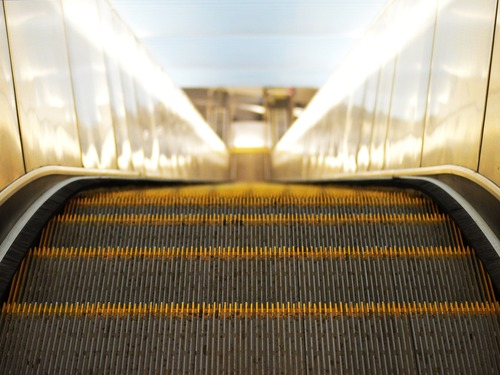 escalator-897670_1920