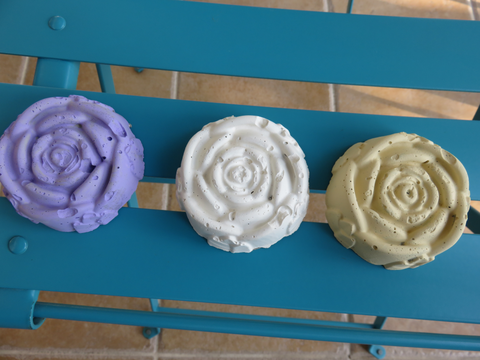 手作りの薔薇型オブジェ