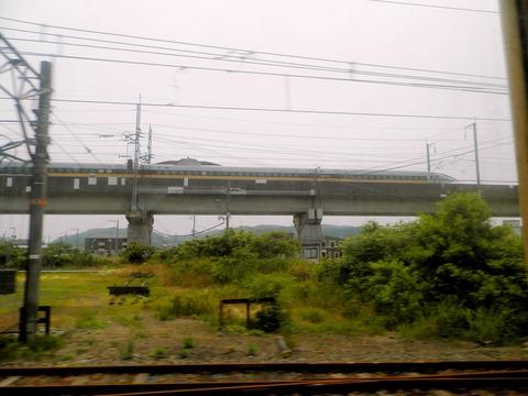 新幹線よりも早く着く (2)