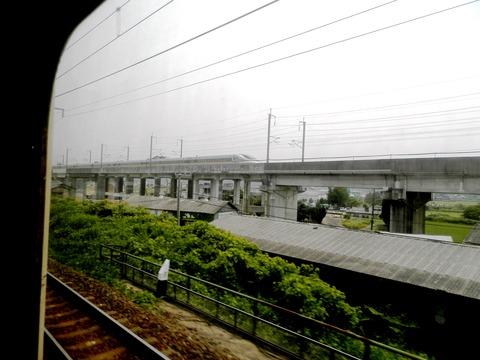 新幹線よりも早く着く (1)