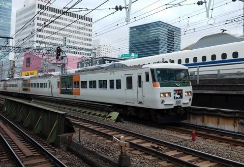 東京駅を出港した踊り子号 (1)