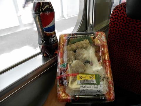 JR九州車内で朝食1