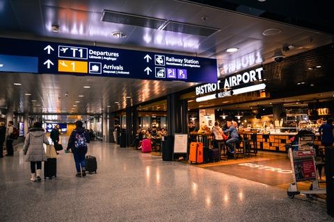 airport-indoors-people-804463
