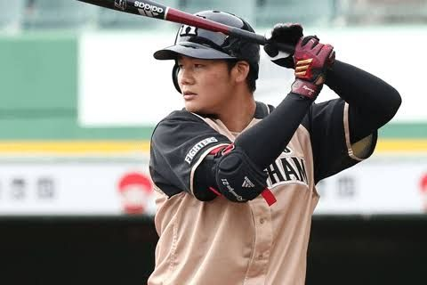 【朗報】栗山監督「清宮がオープン戦で10試合連続ホームラン打ったら一塁レギュラー」