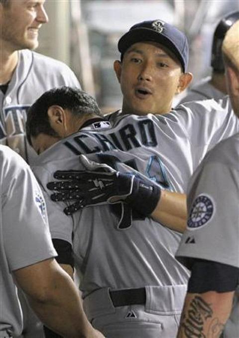 このイチローと川崎宗則の写真www