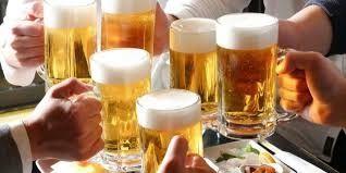 飲み放題ワイ「ビール出すの遅い!ピッチャー5つ!!!!」 店員「ハァ……」