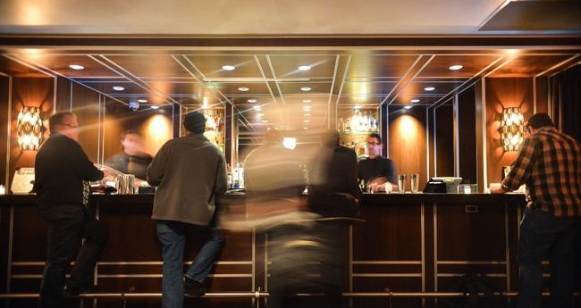 people-hotel-bar-drinks1
