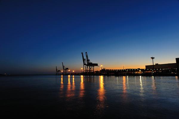 夕映えの港