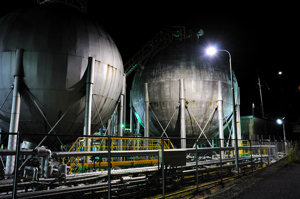 工場の片隅(四日市工業地帯 7 )