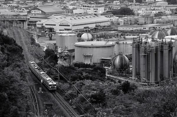 工場と列車