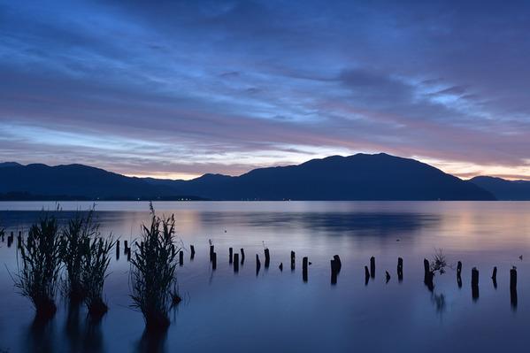 湖面に映る朝