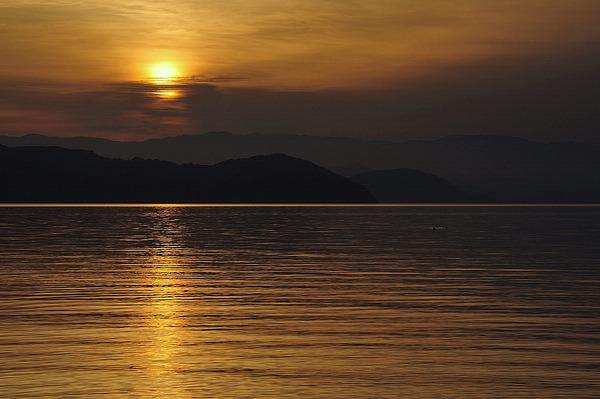 水面に映る光