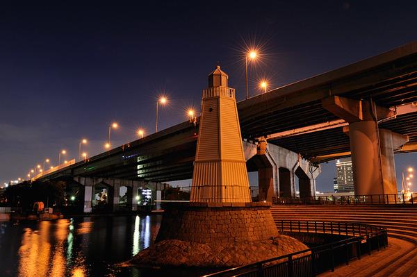 灯台のある街