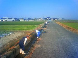 農業用水の掃除