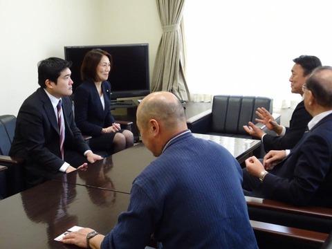 160307徳永エリ参議院議員と日高02JA静内訪問