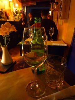 フィレンツェバーレストランでワイン