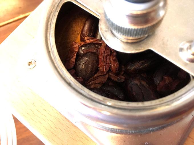 カカオ豆挽き