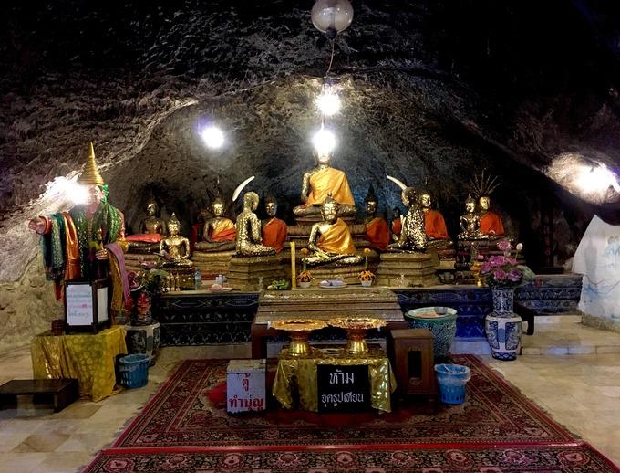 タイ 洞窟寺