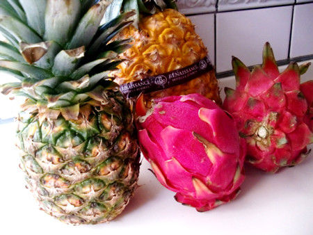 パイナップルとドラゴンフルーツ