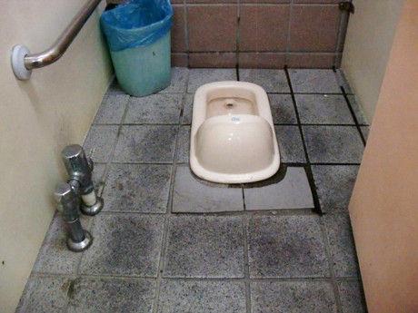 台湾の和式トイレ