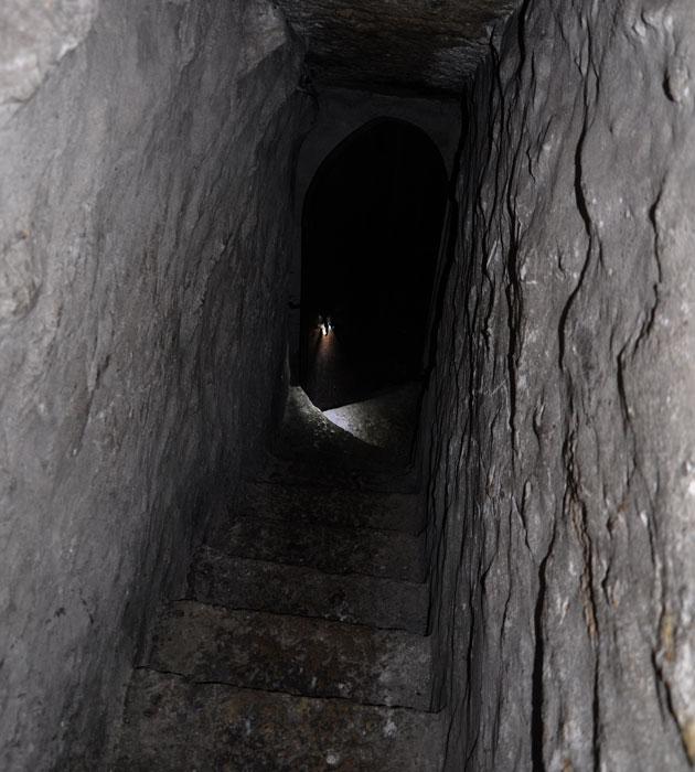 石造りの地下階段