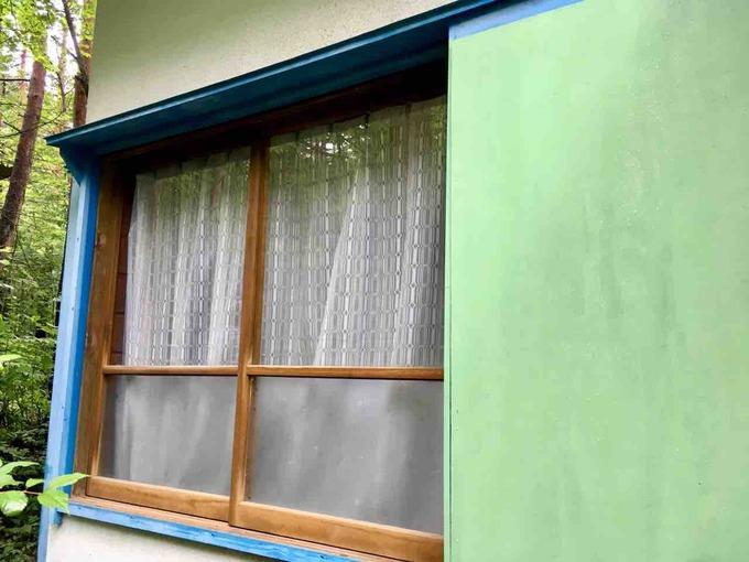 屋外壁ペンキ塗り