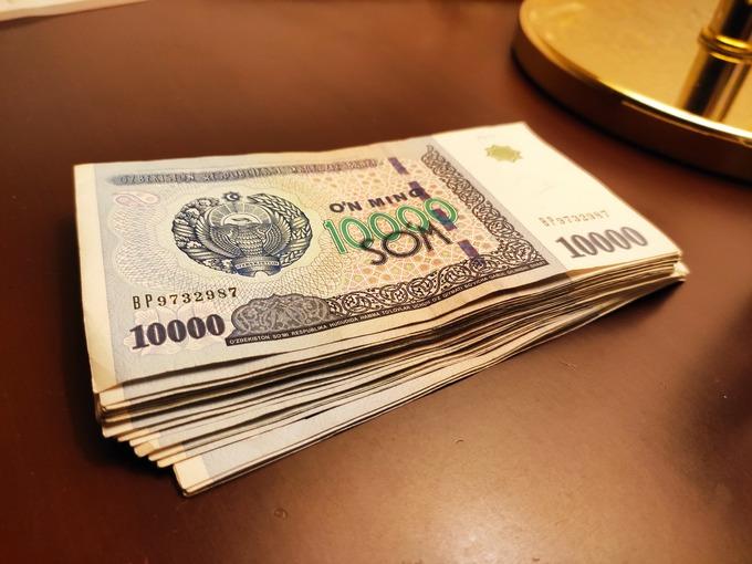 ウズベキスタン スム 現金