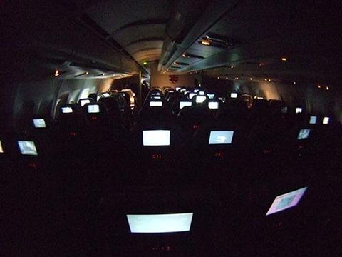 s2008_1221_1417_DSCF5664飛行機内