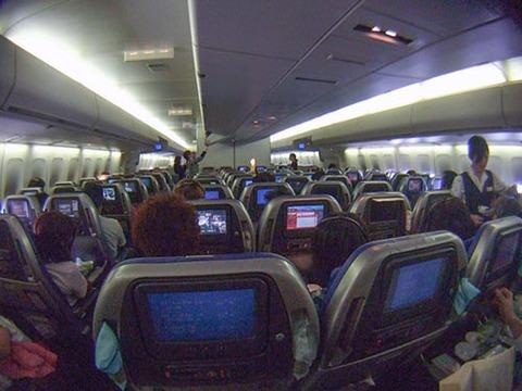 s2008_1217_0723_DSCF4669飛行機内NZ行き