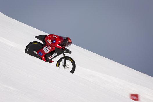 スピードスキーより怖い !? 雪上自転車ダウンヒル 世界記録 223.3km/h ...