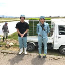 当社の耕作班の室君と大倉さんです