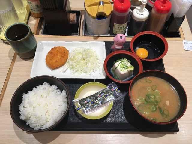 松乃屋の朝定食「豚汁定食」たった400円で6品!コスパ最強ボリューム満点