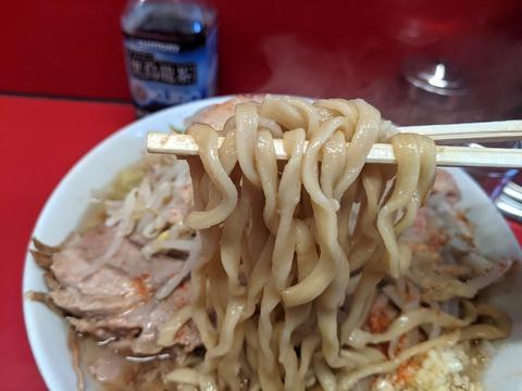 ラーメン二郎 西台駅前店 麺
