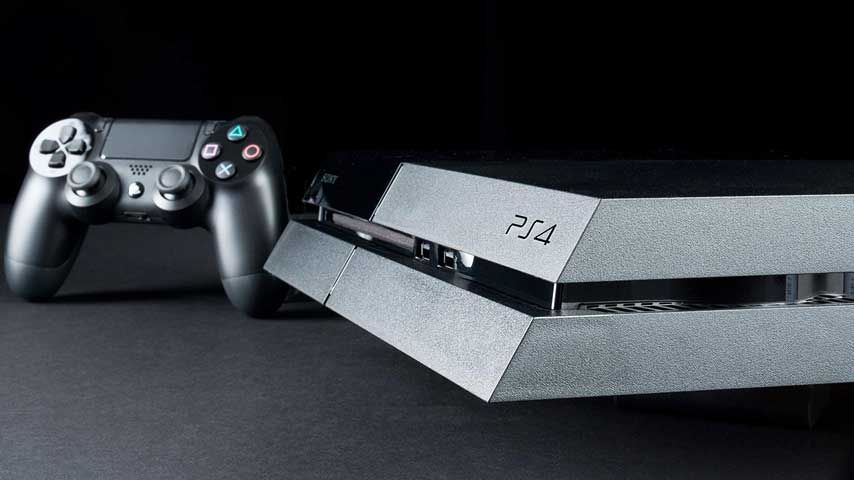 今PS4持ってる人は何のゲームやってるの?