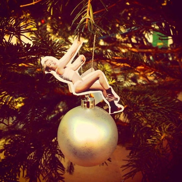 miley-cyrus-wrecking-ball-christmas-ornaments-1