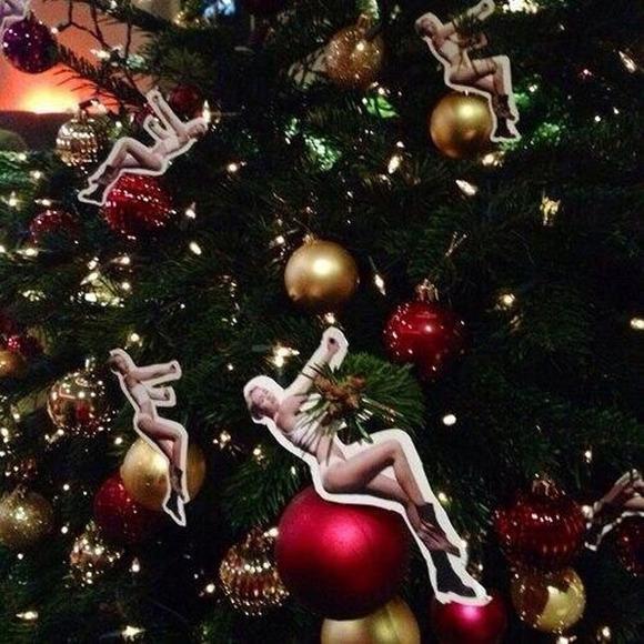 miley-cyrus-wrecking-ball-christmas-ornaments-2