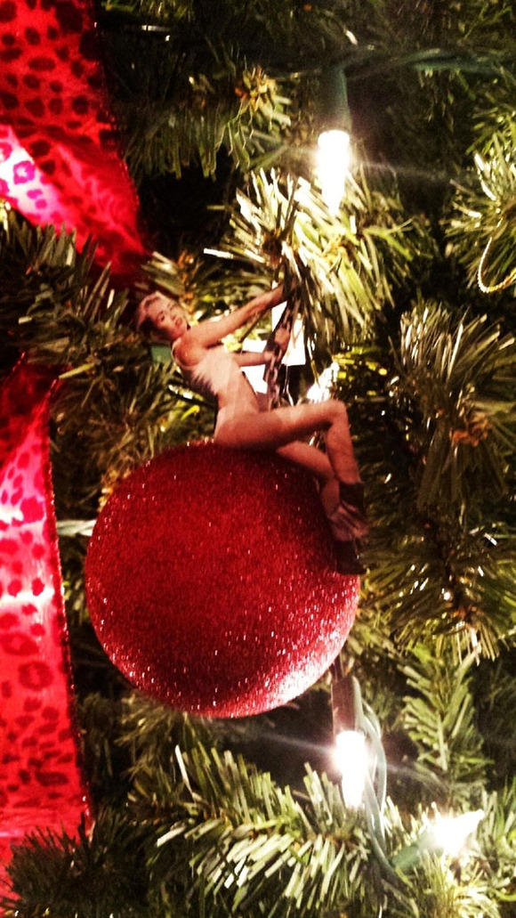 miley-cyrus-wrecking-ball-christmas-ornaments-3