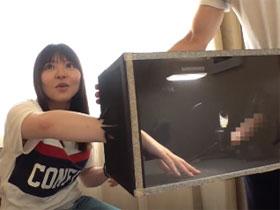 街行く女子大生に『箱の中身はなんだろな』ゲームに挑戦してもらう!