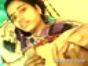 インドの医師。診察した部族の女の子が可愛すぎて胸とマ●コを触りまくる(動画)