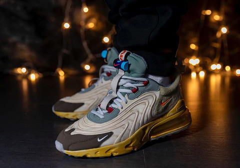 travis-scott-nike-air-max-270-react-CT2864-200-on-feet