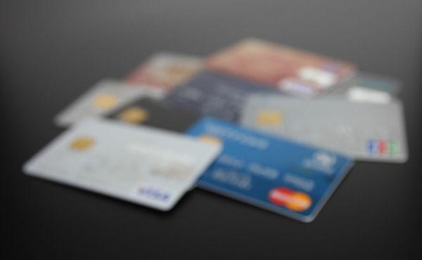 クレジットカードはどこの作ればええんや?