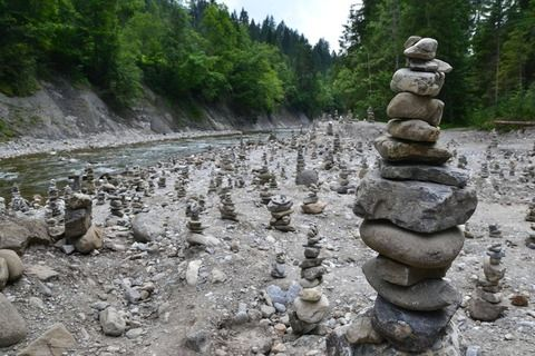 今の仮想通貨って賽の河原の石積みだよな・・・