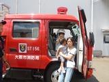 消防車の前