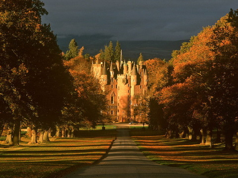 Glamis-Castle-in-Scotland-UK_Beautiful-sunset_4707
