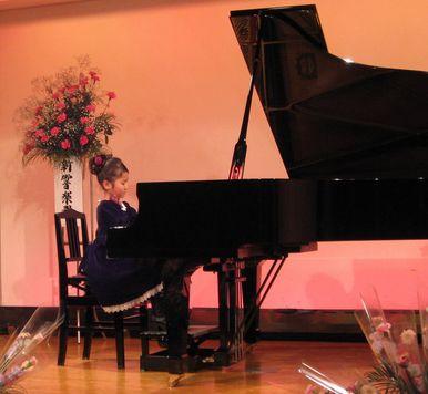 ピアノを弾くなーちゃん
