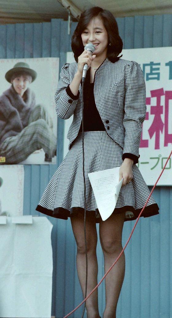 ミニスカート姿の北原佐和子さん