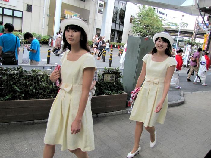 藤沢駅前で、まだ襷をかけていない海の女王2012をキャッチしました